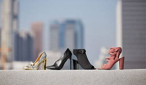Schwarze Stiefel mit Keilabsatz günstig online kaufen | 75