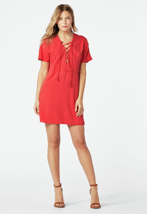 v tements lace up shift dress en cayenne red livraison gratuite sur justfab. Black Bedroom Furniture Sets. Home Design Ideas
