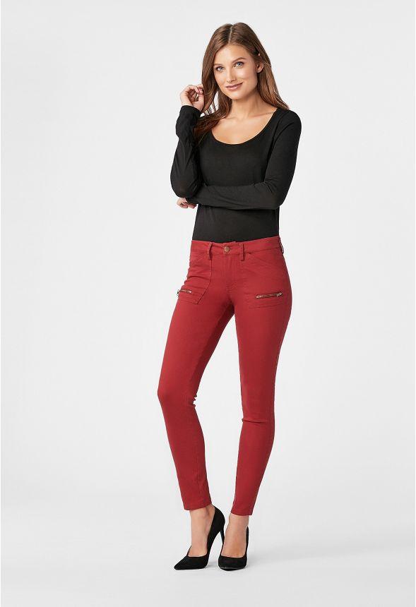v tements twill cargo pant with zipper en red dahlia livraison gratuite sur justfab. Black Bedroom Furniture Sets. Home Design Ideas