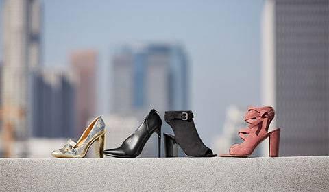 2682f5e687d241 Schwarze Stiefel mit Keilabsatz günstig online kaufen