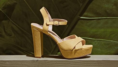 Paires de chaussures plateformes jaunes