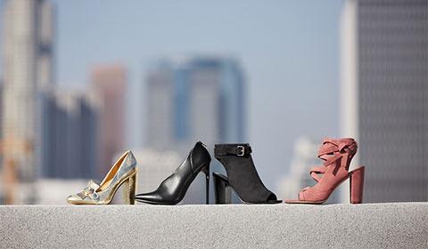 Lace-up flat sandals.
